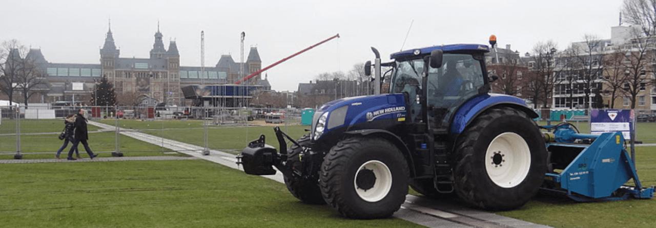 Museumplein Tractor aan het werk